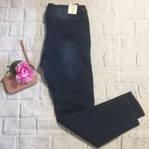 NWT ! Last Chance💗 Forever 21 plus Moto 1X Jeans